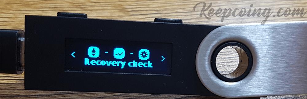 렛저 디바이스에 recovery check앱이 설치된 모습